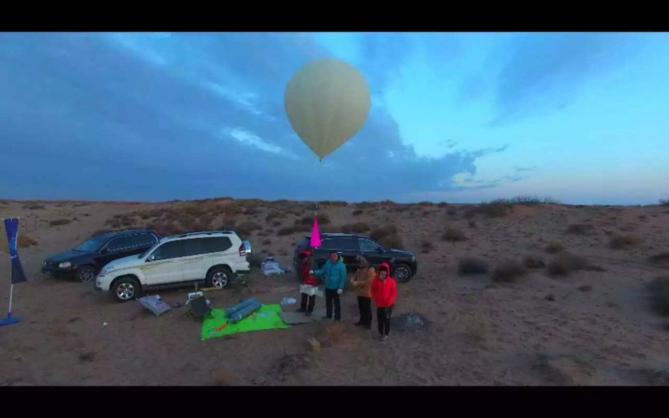 remote-controlled-aircraft-making-photoes-balloon